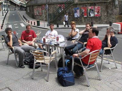 The philosophers take in some of Bilbao's culture at a street-side café